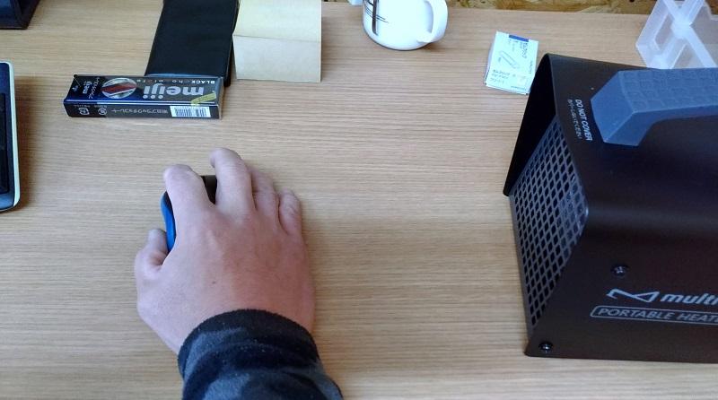 冷たい 指先 が デスクで冷え性ケア! 3分でできる手のツボ押し
